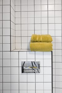 LR Main Bathroom 40x26 Wall